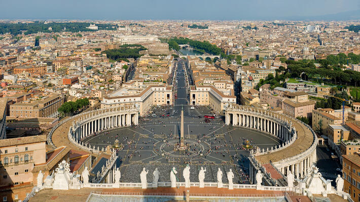 St_Peters_Square_Vatican_City.jpg